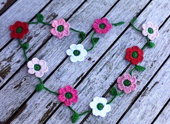 Crochet mini garland with 10 small colorful flowers red pink white