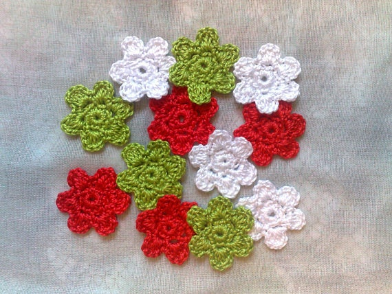 12 crocheted little Flowers for scrapbooking and card-making