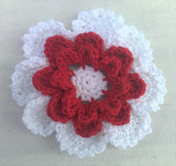 Crochet flower in 3.5 inches in red and white