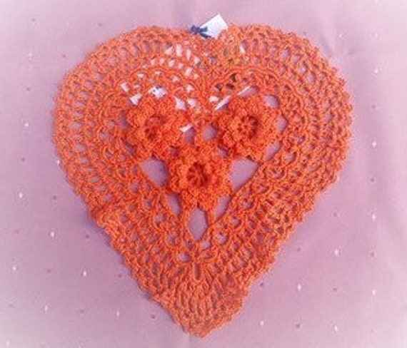 Mother's Day gift crocheted heart cover in cotton for an original table decoration