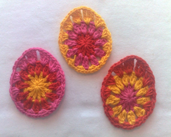 Set 3 Easter egg crochet small appliqués decorative motif décor Easter spring décor colorful Easter eggs in red, pink and yellow