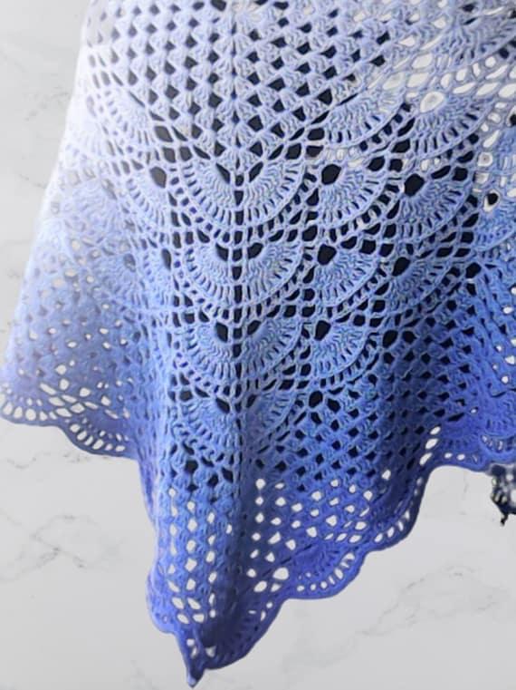 Blue triangular scarf viral scarf crochet, women's fashion crochet clothing blue gradient yarn
