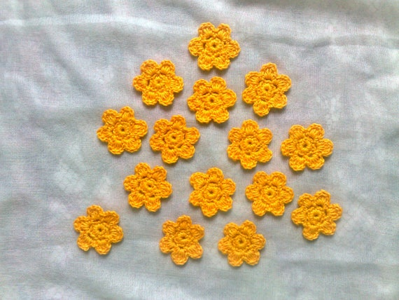 Lemon-yellow crochet flowers, 15 small crocheted floral applications