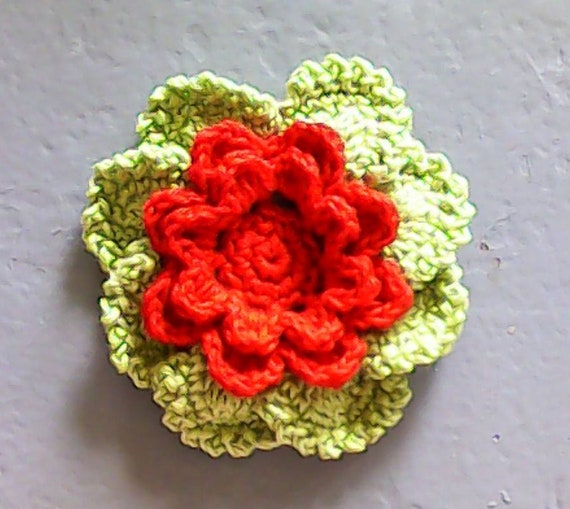 Crochet flower in 3.5 inches in red and green