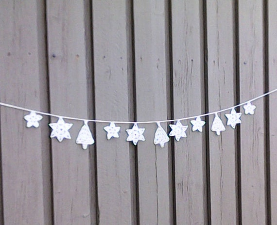 Crochet Christmas garland with 8 snowflakes and 3 Christmas trees in white for tree hanging and Christmas decoration