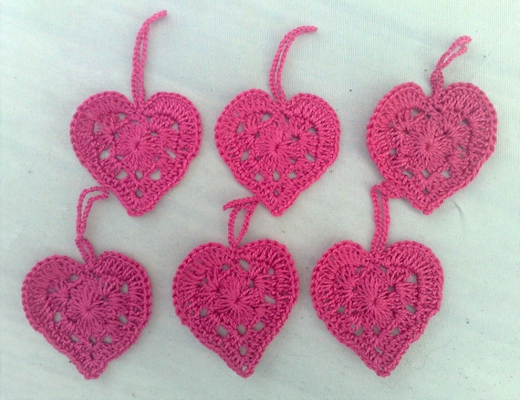 Crocheted Hearts gift pendant in pink to beautify your gifts