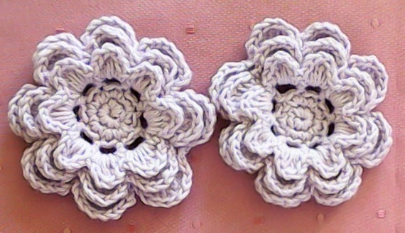 Crochet Flowers in 3 Inches in the Pastel Color light purple, 2 Pieces of Appliques in the Set