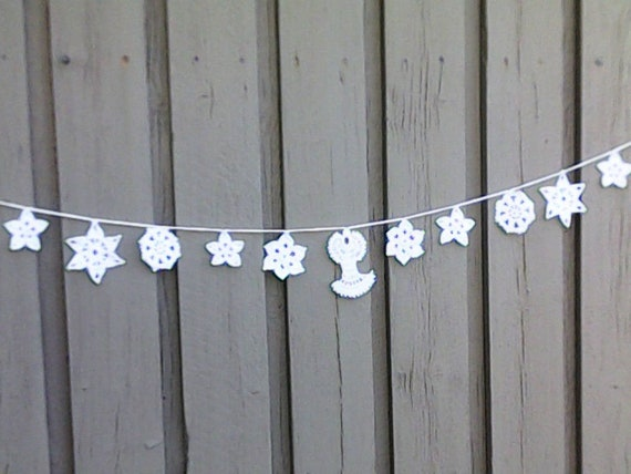 Crochet Christmas garland with 11 Christmas ornaments in white for tree hanging and Christmas decoration