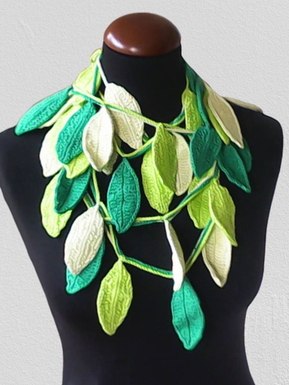 Crochet lasso scarf with green leaves, autumn leaves necklace crochet