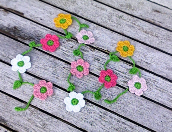 Crochet mini garland with 10 small colorful flowers yellow pink white