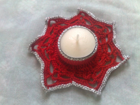 Christmas tealight holder crocheted in red cotton with border in silver