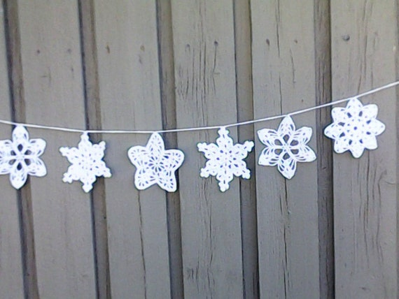 Crochet Christmas garland with 6 large snowflakes in white for tree hanging and Christmas decoration