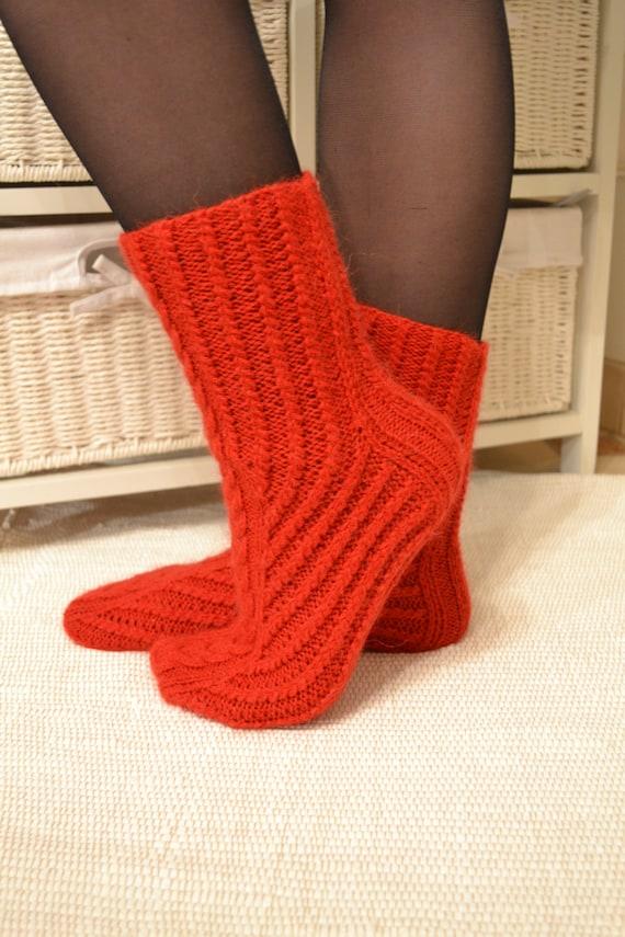 Knitting pattern socks / socks / womens cabled sock pattern / | Etsy