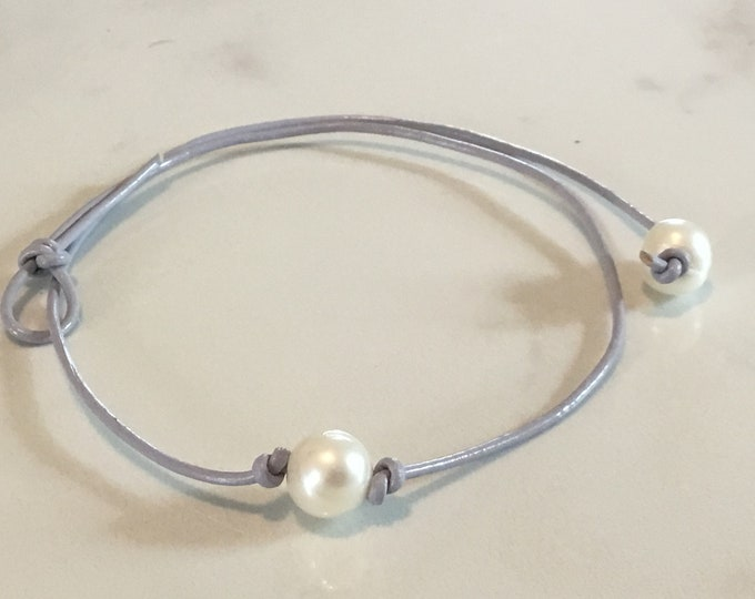 Light Gray Leather Pearl Choker, Pearl Necklace, Boho necklace,June Birthstone, Birthday Gift, Affordable Christmas Gift, Boho, Gift Bag