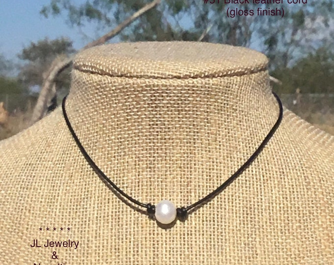 Leather Pearl Choker, 1mm leather cord, Single Pearl Choker Necklace, June Birthstone, Affordable Gift, Free shipping, Jewelry box included