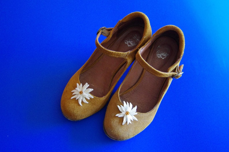 costumes, 1 pair of shoe clips edelweiss