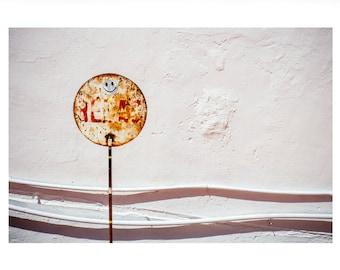 Kunstdruck 'Lachende Schilder' mit weißer Umrandung auf UV-Fotopapier (70x50cm)