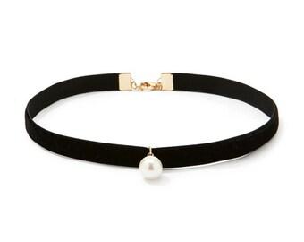 Pearl Choker Necklace | Black Velvet Choker
