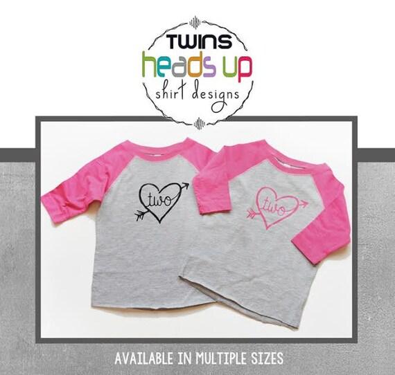 Deux Anniversaire Chemises Jumelles Deuxième Anniversaire Twin T Shirts Raglan Twin Girl 2ème Bday T Shirts Coeur Chemisiers Twin Tendance