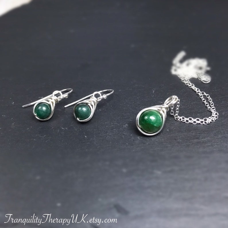 Gold,Rose Gold Includes Gift Box and Gift Information Card Silver Plaited Style Genuine Emerald Necklace /& Earrings Set May Birthstone