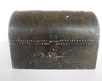 Wonderful Shabby Chic Vintage Treasure Jewelry Box