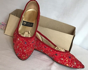 Red Embroidered Clarks Slippers Vintage 1970's, Footwear, Lounge wear, House shoes, Size 6