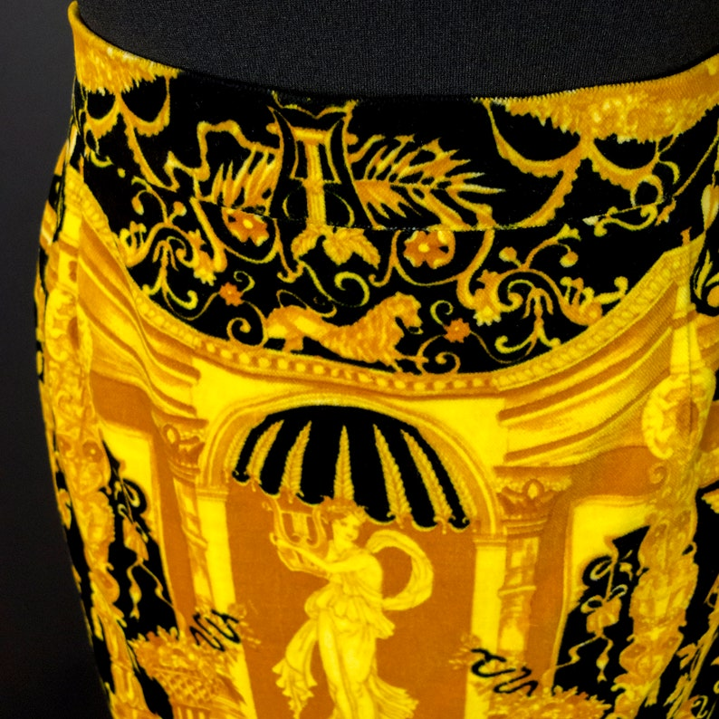 1980s Nina Ricci Velvet Pencil Skirt Marked Size FR 40 Neo Classical Scenes in Golden Yellow and Black Demi-Couture Made in France,