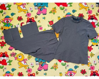Vintage 1960's / 70's navy & white geo pattern matching set. Top and elasticated pants. Approx L-XL