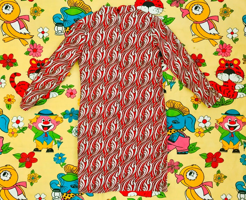 Psychedelic red /& white swirl pattern jacquard polyester knit dress 1960s A-line long sleeve mod costume design film EMPRESS of Dallas sz M