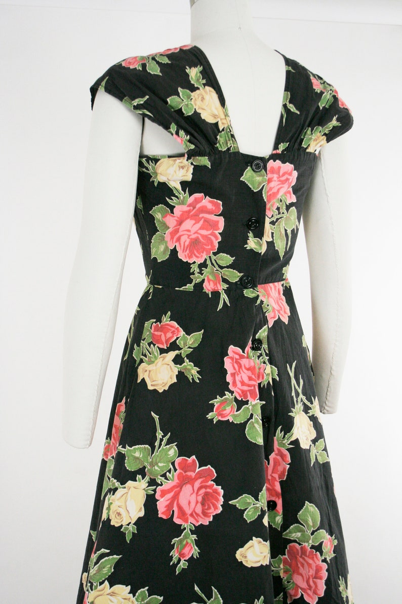 34 Bust 26 in Waist Green /& Pink Extra Small XS Cotton Button Back Vintage 1940s Rose Novelty Print Day Dress Sleeveless Black