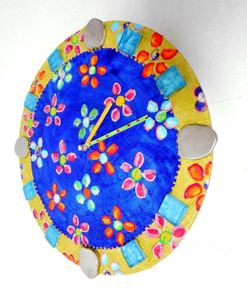 Horloge fleurs sur bleu Danube balade des éléphantsdiamètre 30 cm peinture joyeuse