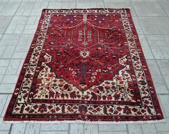 Persian vintage rug. Persian carpet. Vintage carpet. Persian rug. Free shipping. 5.3 x 3.8 feet.