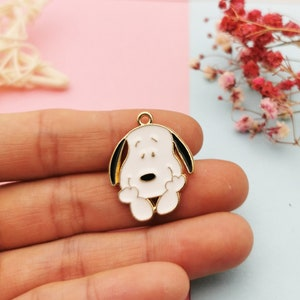 Cartoon beagle enamel charm keychain gold tone