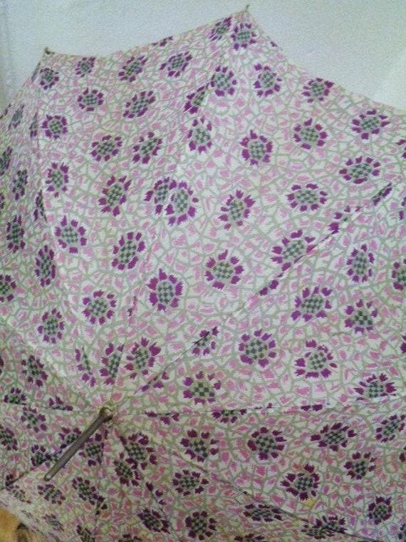 romantic pastel-coloured 30s 40s umbrella lilac