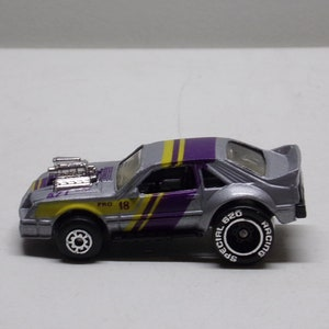bin6 1990s Mercedes 220 car mini 1:87th  die cast Car Toy