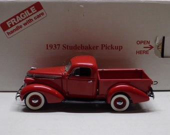 Danbury mint 1937 studebaker pick up truck 1/24th scale Metal Car Toy  Diecast toys