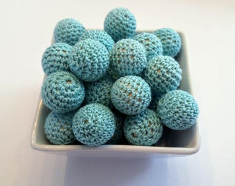 Wooden bead crocheted turquoise wool / 20mm