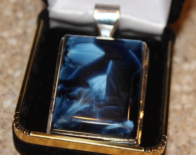 Victoria Stone Pendant in Deep Blue