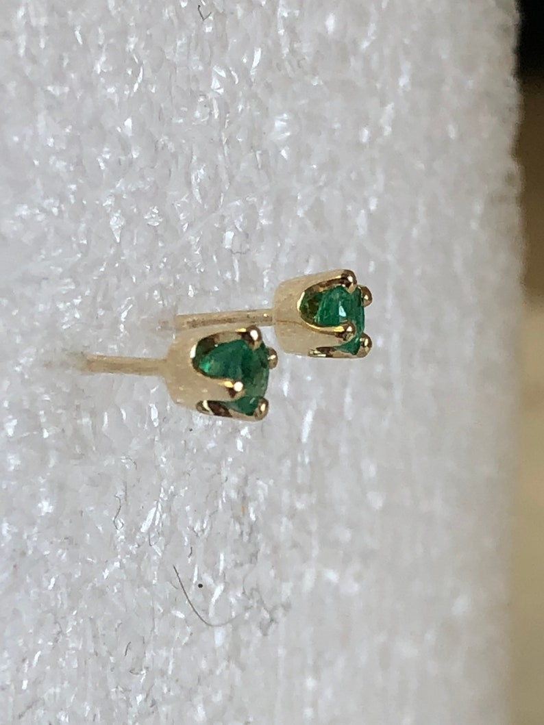 14kt Yellow Gold Lady/'s 3mm Genuine Emerald Stud Earrrings at an Incredible Price.