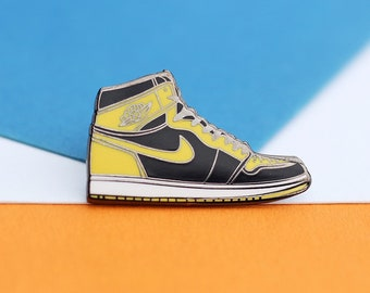 lowest price 56995 d3eb7 Air Jordan 1 Streetwear Sneaker Hard Enamel Pin   Keychain Pin Badge