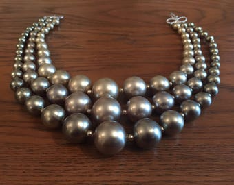 Green pearlescent vintage necklace
