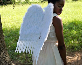 White Medium Economy Costume Angel Feather Wings - Fits Adults, Teens, Children, Women and Men for Halloween & Cosplay ZUCKER™