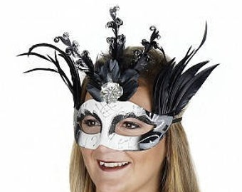 Queen Of Hearts Black and White Feather Mask for Halloween, Cosplay, Masquerade Ball, Festivals, Parties & Special Events ZUCKER®