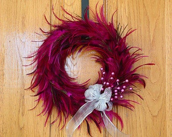 Festive Decorative Holiday Feather Wreath - Unique Holiday & Christmas Decor -Medium Hackle Feather Wreath Shocking Pink ZUCKER™
