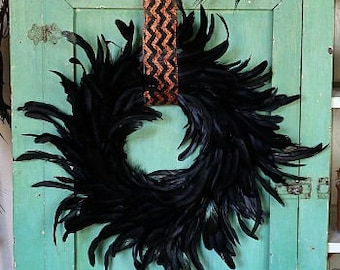 Medium Decorative Black Feather Wreath - Halloween & Fall Thanksgiving Decor, Unique Holiday Decorative Feather Wreath ZUCKER™