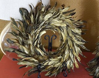 Decorative Gilded Metallic Feather Wreath - Golden Feather Wreath for Home & Event Decor, Fall Thanksgiving and Unique Holiday Decor ZUCKER™