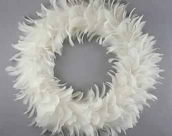 Glittering Decorative Feather Christmas Wreath - Unique Winter White Holiday & Christmas Decor - White Feather Wreath ZUCKER®
