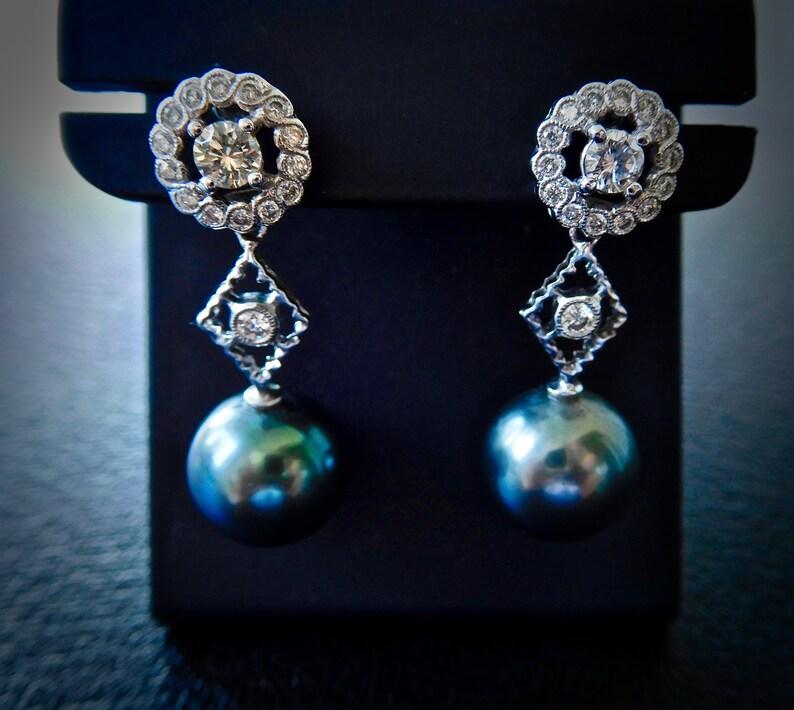 85b4b0402221 Vintage style 18ct white gold Tahitian pearl   diamond drop