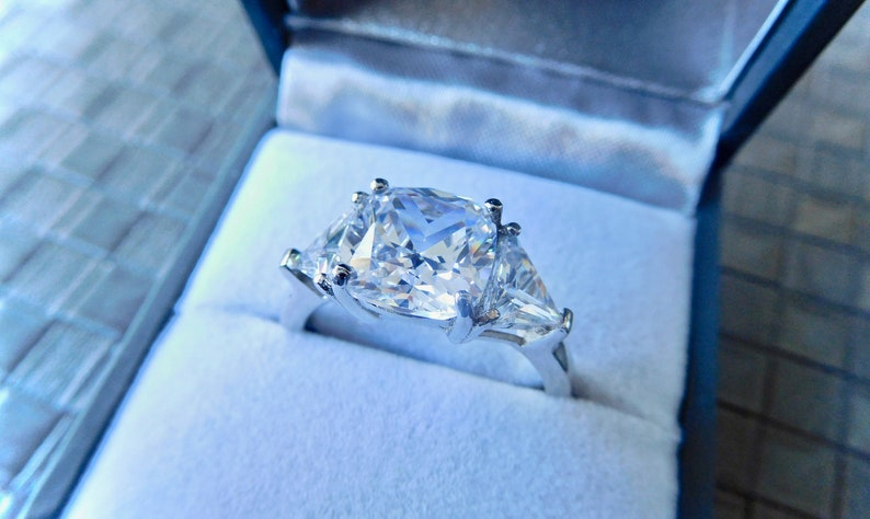 rhodium plated very high quality diamond trilogy engagement ring finest diamond simulant white sterling silver 925 3 stone diamond ring