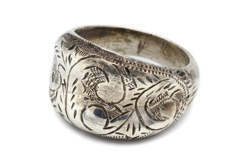 Etched Silver Ring Carved Band Ring Engraved Dome Ring Ring Size 5 Floral Scroll Ring 925 Siam Sterling Puffy Ring Diamond Cut Ring